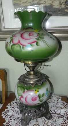 VTG GWTW HURRICANE PARLOR TABLE LAMP W HAND PAINTED FLORAL SHADE 3 WAY LIGHT