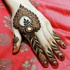 Arabic Mehendi Designs - Check out the latest collection of Arabic Mehendi design ideas and images for this year. Arabic mehndi designs are the most fashionable and much in demand these days. Henna Hand Designs, Eid Mehndi Designs, Mehndi Designs Finger, Latest Arabic Mehndi Designs, Modern Mehndi Designs, Mehndi Design Pictures, Mehndi Designs For Girls, Mehndi Designs For Fingers, Beautiful Mehndi Design