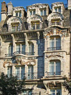 Hôtel Céramic de l'architecte Jules Lavirotte (1864-1929), un des plus grands architectes  de l'art nouveau. Immeuble conçu en 1904 recouver...