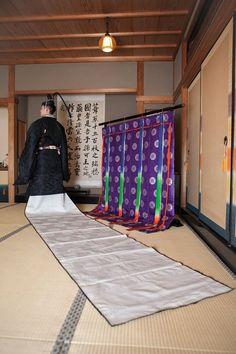 A man dressed in hoeki no sokutai at a kimono photography experience.