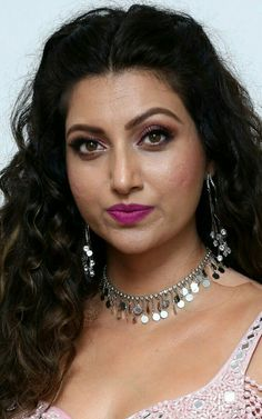 Beauty with Grace ! South Indian Actress Hot, Indian Actress Hot Pics, Indian Actresses, Beautiful Bollywood Actress, Most Beautiful Indian Actress, Beauty Full Girl, Beauty Women, Thick Girl Fashion, Actress Anushka