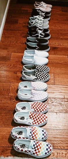 vans shoes for girls sneakers Sneakers Vans, Moda Sneakers, Sneakers Fashion, Skater Outfits, Girl Outfits, Skater Dresses, Stretch Stiefel, Cute Vans, Aesthetic Shoes