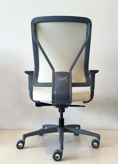 LEAVE IT TO LEVO Allseating reimagines ergonomics with its latest streamlined task chair design - Canadian Interiors Side Chairs, Dining Chairs, Lounge Chairs, Executive Office Chairs, Chairs For Small Spaces, Swivel Chair, Chair Design, Office Furniture, Industrial Design