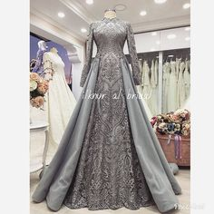 This Pin was discovered by Ama Muslimah Wedding Dress, Muslim Wedding Dresses, Muslim Dress, Bridal Dresses, Wedding Gowns, Prom Dresses, Hijab Evening Dress, Hijab Dress Party, Evening Dresses