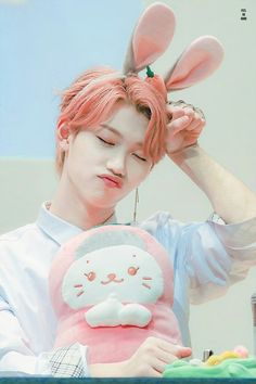 Find images and videos about kpop, stray kids and felix on We Heart It - the app to get lost in what you love.