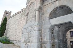 Adentrarse en Toledo, sentirse abrazado por su Patrimonio, sorprenderse ante Murallas y Puertas... ¡es Toledo!
