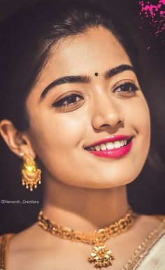 Transform Your Looks With This Advice Most Beautiful Bollywood Actress, Indian Bollywood Actress, Beautiful Actresses, Bollywood Girls, Tamil Actress, Beautiful Girl Photo, Beautiful Girl Indian, Beautiful Saree, Indian Actress Photos