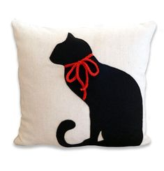 Oh I want this pillow! Cute! | Black Cat Cotton and Felt Pillow Cover | by ekofabrik @Etsy
