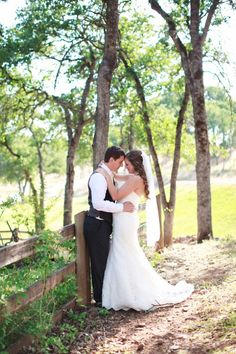 Country OUtdoor wedding - I like this picture idea