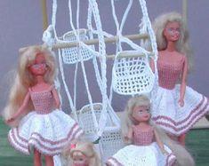 (1) modèle de poupée mode CROCHET pour 11 1/2 poupées de mode tels que Barbie. Il sagit dun modèle pas le produit fini.  #22 mariée-Original Design de jardin de ICS Original Designs - Make #10 Crochet fileté.  Si vous aimeriez avoir les motifs vous livrerai plutôt que de livraison expédié par la poste sera libre, mais sil vous plaît laissez-moi savoir avec votre paiement que cest ce que vous voulez.  Les acheteurs à lextérieur des USA-motifs sont disponibles par courriel seulement  CES M...