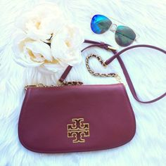 Less onⓂ️Tory Burch Britten Crossbody Red Agate Worn for a couple of weeks last fall. Color is red agate, which is a beautiful wine color with gold hardware and magnetic closure. Can be used as a clutch or comes with crossbody chain with a leather shoulder strap. This is NOT the mini clutch. This color is no longer available. Would prefer to sell via 🅿️🅿️ $275 shipped or Ⓜ️erc for $280 shipped! There are very faint jean marks on the back which can be seen in the last pic, but other than…