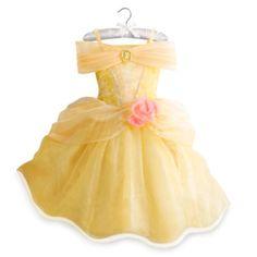 ¡Deslumbra ahí donde vayas con este magnífico disfraz amarillo de Bella! Está decorado con un camafeo de Bella, ribetes de lentejuelas y rosas de organza en la cintura. Además, ¡la falda tiene unas lucecitas escondidas que dan al disfraz un asombroso toque final!
