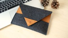 Google Nexus 7 Sleeve Arrow - Leather and Wool Felt, Cognac-brown and Anthracite colors via Etsy
