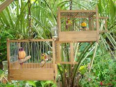 Online veilinghuis Catawiki: 2  Houten Zangvogel Kooitjes met Decoratie…