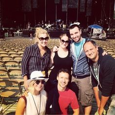 Jennifer Lawrence and Amy Schumer with friends and family at Billy Joel's rehearsal in chicago on Thrusday, Aug 27th: http://www.panempropaganda.com/movie-countdown/2015/8/28/jennifer-lawrence-amy-schumer-dance-on-billy-joels-piano.html