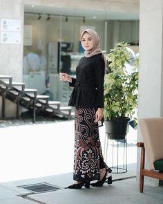@sifafauziaah Kebaya Modern Hijab, Model Kebaya Modern, Kebaya Hijab, Kebaya Dress, Batik Kebaya, Modern Hijab Fashion, Kebaya Muslim, Batik Fashion, Muslim Dress