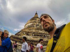 En el punto más elevado (casi 100 metros) de la pagoda Shwesandaw de Bagan (Myanmar).