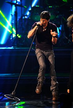 Enrique Iglesias Photos Photos - Singer Enrique Iglesias performs onstage during the 2010 American Music Awards held at Nokia Theatre L.A. Live on November 21, 2010 in Los Angeles, California. - 2010 American Music Awards - Show