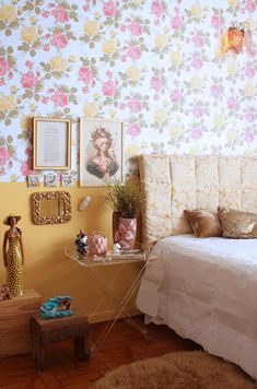 this room makes me so happy/nostalgic - maybe for a teen/girl's room?