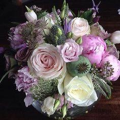 Have a lovely Monday! Bouquet by @theroseboutique #meijerroses #flowers #flowerstagram #flowerpower #weddings #weddinginspiration #flowerslover #weddingflowers #weddingideas #bride  #flowermagic #weddingday #weddingstyle #weddingtime #weddinginspo #weddingseason #bridetobe #photooftheday #букет #букетневесты #цветынасвадьбу #букетроз #Розы #weddings #weddingdecor #weddingparty #flower #flowerstalking #fiori #sposa #matrimonio