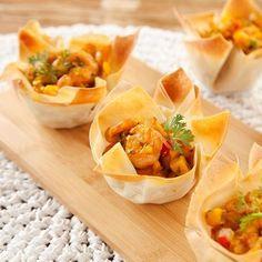 Cestinha de camarão com abóbora Quiche, Curry, Finger Foods, Coco, Cantaloupe, Food To Make, Food And Drink, Fruit, Cooking