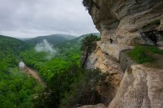 Arkansans certainly aren't biased about which state has the world's best trails. Arkansas is filled with trails that lead to amazing waterfalls and bluffs. Ponca Arkansas, Arkansas Waterfalls, Top Vacation Destinations, Vacation Ideas, Waterfall Trail, Rappelling, Ares, Go Camping, Outdoor Life