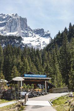 Haslital & Brienzersee: 7 Ausflugstipps rund um Meiringen-Hasliberg Baker Street, Switzerland Destinations, Sherlock Holmes, Mount Rainier, Hiking, Mountains, Nature, Travel, Outdoor