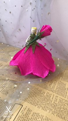 Paper Flowers Craft, Origami Flowers, Flower Crafts, Hand Crafts For Kids, Diy Crafts For Girls, Paper Crafts Origami, Origami Art, Handmade Christmas Decorations, Paper Flower Tutorial