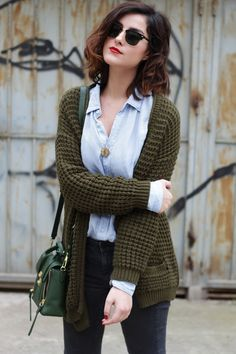 Great layered look using a chambray shirt and a chunky cardigan. #streetstyle #outfits