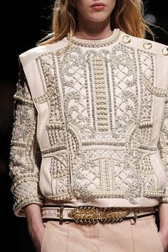 It's time to enlist in the Balmain army and you're going to need the uniform. Shop Balmain at Farfetch today for lashings of glitz and glamour. Haute Couture Style, Couture Mode, Couture Details, Fashion Details, Look Fashion, Couture Fashion, Runway Fashion, High Fashion, Luxury Fashion