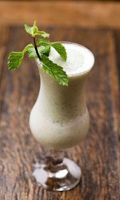 O Mojito Ice reproduz o mais famoso drinque cubano e é feito com sorvete de limão e hortelã. Clique no MAIS para ver a receita