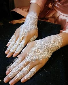 Not here to compete with anyone but I'll definitely give my best to every single client 💕 ... 👰 Mawar's Henna Art👰 Tangerang, Indonesia ... More info : Line : Dewimawar Whatsapp : 0819-06213741 Call/text : 0856-42320014 ... #hennabymawar #whitehenna #weddinghenna #hennatangerang #hennajakarta