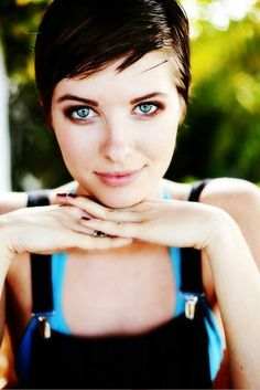 The Charming and Sleek Pixie Cut See more photos here -> Cute Short Hairstyle Ideas Category => Cute Short Haircuts Cute Short Haircuts, Cute Hairstyles For Short Hair, Girl Short Hair, Pixie Hairstyles, Pixie Haircut, Short Hair Cuts, Pixie Cuts, Medium Haircuts, Beautiful Hairstyles