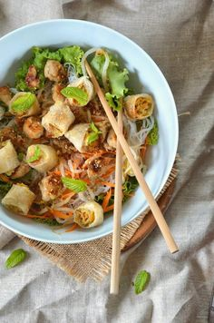 Bo bun au poulet salade asiatique – Recette facile – Tangerine Zest We genuinely believe that tattooing can be a … Healthy Gluten Free Recipes, Healthy Salad Recipes, Lunch Recipes, Healthy Lunches, Vegetarian Recipes, Bo Bun, Pasta Casera, Fresh Pasta, Exotic Food