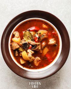Goulash, Thai Red Curry, Ethnic Recipes, Food, Style, Swag, Essen, Meals, Yemek