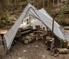 Vintage bushcraft techniques that all survival hardcore will certainly desire to know now. This is most important for bushcraft survival and will definitely defend your life. Bushcraft Kit, Bushcraft Camping, Camping Survival, Outdoor Survival, Survival Skills, Bushcraft Skills, Auto Camping, Camping And Hiking, Camping Life