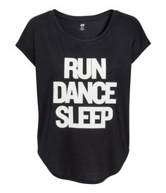 Black & white, wide-cut sports top in fast-drying, functional fabric with short sleeves and a rounded hem. Run, dance, sleep text-print. | H&M Sport