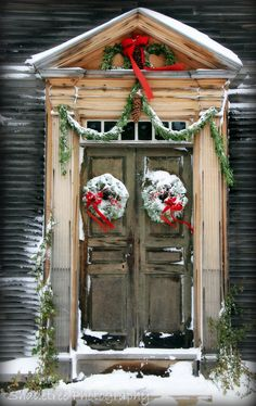 Rustic Christmas door decorated with matching wreaths! Love this festive holiday snow scene! Merry Little Christmas, Noel Christmas, Country Christmas, Winter Christmas, All Things Christmas, Vintage Christmas, Christmas Porch, Outdoor Christmas, Christmas Wreaths