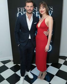 Dakota Johnson & Jamie Dornan Launch 'Fifty Shades Freed' Pop-Up Experience: Photo Dakota Johnson looked radiant in red while at the launch of Fifty Shades Freed's new pop-up experience! The actress was joined by her co-star Jamie… Jamie Dornan, Christian Grey, Gala Dresses, Formal Dresses, Dakota Johnson Style, Dakota Style, Fifty Shades Movie, Cool Summer Outfits, Models