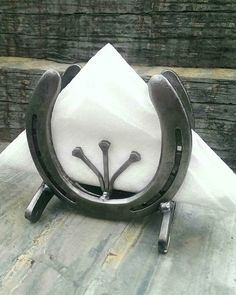 Rustic Horse decor napkin holder country home decor horseshoe art metal napkin h. - Rustic Horse decor napkin holder country home decor horseshoe art metal napkin holder western home - Horseshoe Projects, Horseshoe Crafts, Horseshoe Art, Metal Projects, Welding Projects, Metal Crafts, Welding Ideas, Welding Crafts, Art Projects