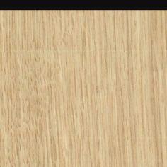 Madera de roble. Es una madera dura. Tiene color amarillo tirando a marrón claro. Tiene un grano basto. Es resistente a los hongos y a las termitas.