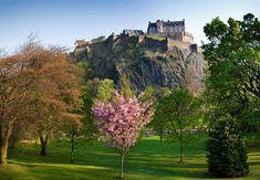 Edinburgh Castle, Scotland (via http://beautifulplacestovisit.com/)