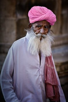 Old Man somewhere from India. Pink Suits him :) India People, Perfect Pink, Beautiful People, Beautiful Things, People Of The World, Interesting Faces, Incredible India, Belle Photo, Portraits