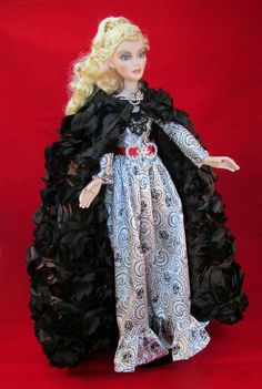 """Don't you just LOVE these eager dead-women-dolls? They're always in a rush. For what i ask? For blood? or for fashion? Even dead women shop -- at least that's how it is with Evangeline Ghastly from """"WILDE IMAGINATION"""" hahah - heidi-man / __http://www.ebay.com/itm/OOAK-NIGHT-STROLL-For-19-034-EVANGELINE-GHASTLY-by-Judy-/251901398154?"""