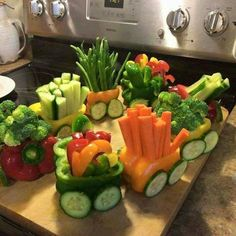 18 Ideas for baby shower ideas food menu appetizers Christmas Veggie Tray, Appetizer Recipes, Appetizers, Healthy Snacks, Healthy Recipes, Fruit Party, Food Menu, Kids Meals, Holiday Recipes