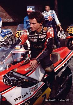 Barry Sheene left us, we'll never forget this icon. Motorcycle Racers, Retro Motorcycle, Racing Motorcycles, Vintage Motorcycles, Grand Prix, Old Bikes, Vintage Racing, Road Racing, Motogp