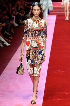the queen of hearts at Dolce & Gabbana Spring 2018 Ready-to-Wear Collection Photos - Vogue