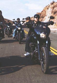 SOA Sons Of Anarchy Motorcycles, Sons Of Anarchy Samcro, Harley Bikes, Street Bob, Jax Teller, Charlie Hunnam, Club Style, Film Serie, Biker Girl