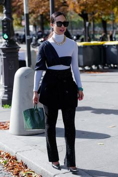 How to Remix Your Closet Staples, According to PFW Street Style The Best Street Style at Paris Fashion Week 2019 Cool Street Fashion, Dope Fashion, Fashion Week, Paris Fashion, Daily Fashion, Street Style, Fashion Outfits, Swag Fashion, Fashion Pants