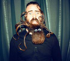 Cet homme est certainement le meilleur sculpteur de barbe au monde ! Mr Incredibeard est de retour, et c'est vraiment du lourd...